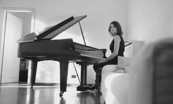 """Roberta Di Mario : esce il 10 Maggio il nuovo singolo """"Leda And The Swan"""""""
