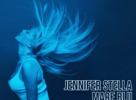 """""""Mare Blu"""" il colore dell'estate nel nuovo singolo di Jennifer Stella"""