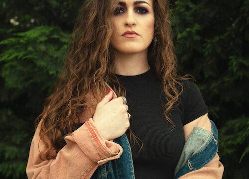 Neo blu, debutto discografico in stile Edm e Urban per la partenopea Mara Scippa