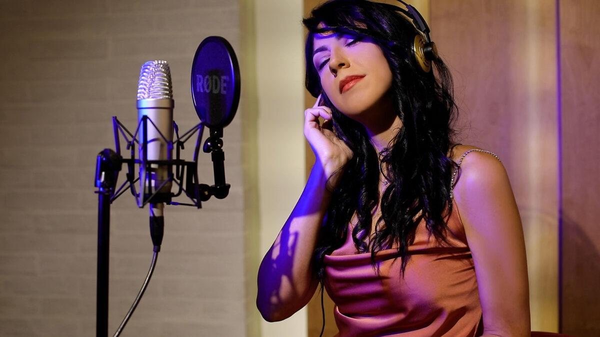 """Veronica Surrentino: """"La musica è il mio mestiere"""""""